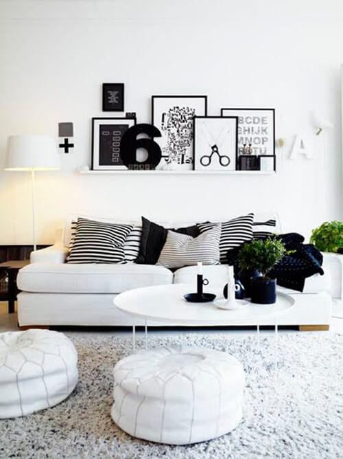 decorar um apartamento alugado - use quadros apoiados em uma prateleira