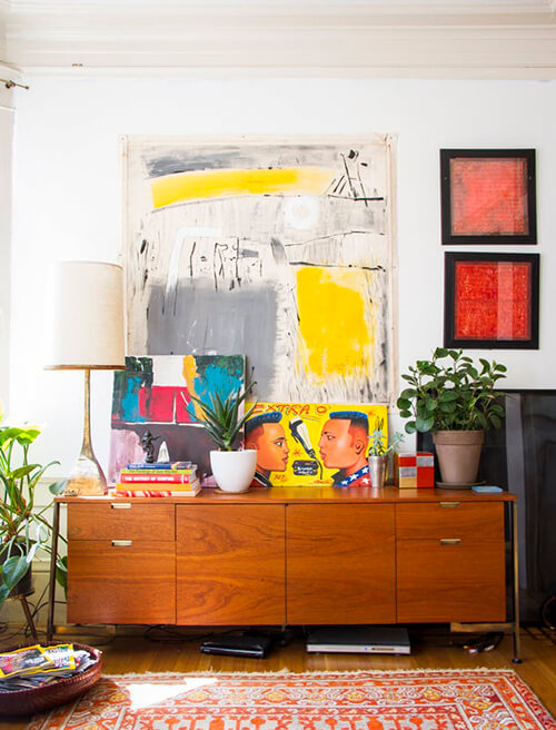 decorar um apartamento alugado - use quadros over size