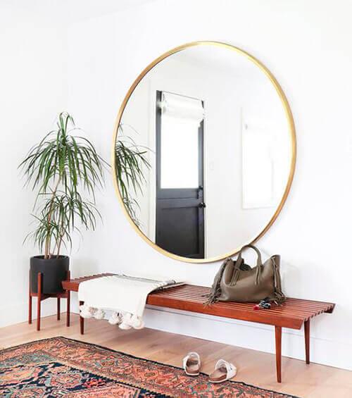decorar uma apartamento alugado - espelho redondo para hall de entrada