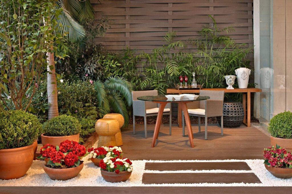 Área Externa com Plantas