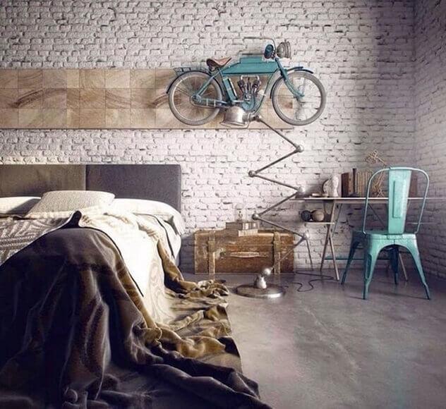 Quarto masculino com moto na parede