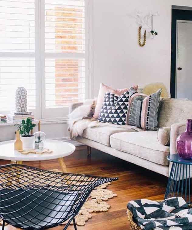 Decoração para sala de estar: use almofadas e tapetes