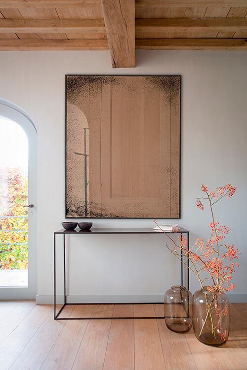 espelho e aparador minimalistas