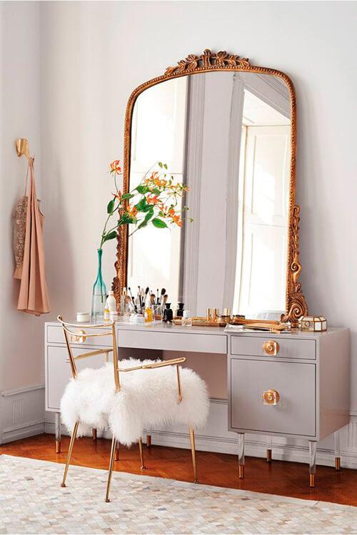 penteadeira com espelho antigo