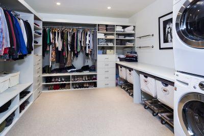Lave e seque suas roupas no closet