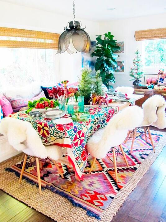 Novo boho chic - toalha e tapete coloridos transformam o ambiente