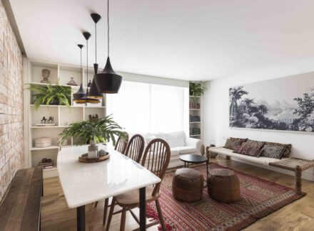 Cosmopolita e funcional: conheça o apartamento de Camila Cavalheiro