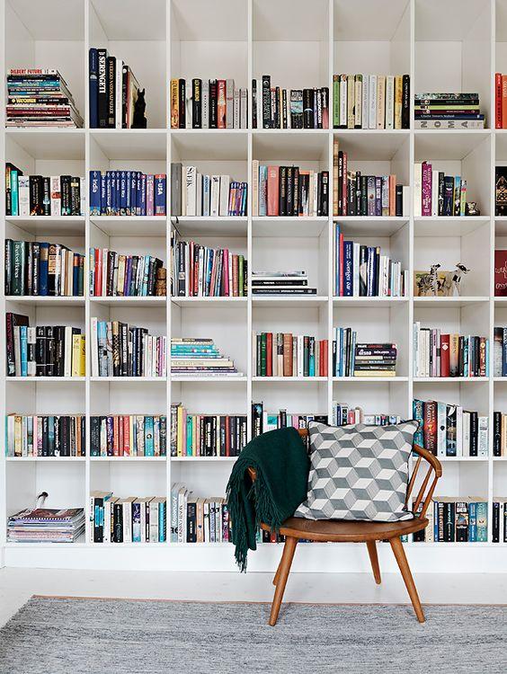 Organização: siga esses passos para ter uma estante de livros de tirar o fôlego