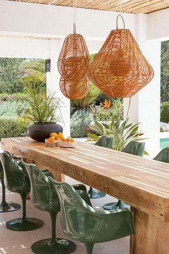como decorar a área externa - cadeira saarinen com braço