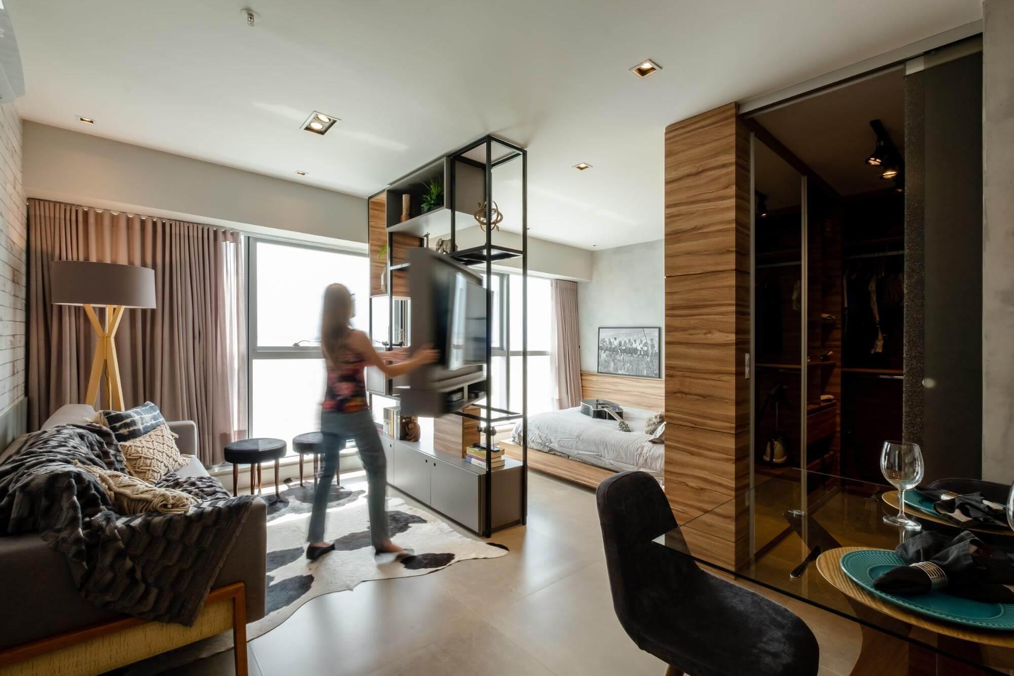 Apartamento pequeno - estantes vazadas