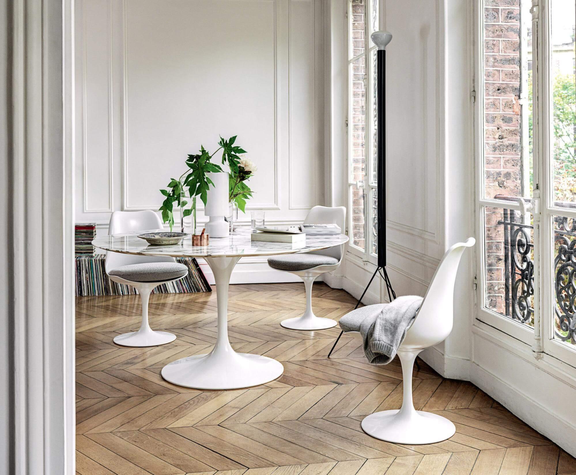 tampo para a mesa jantar - Mesa Saarinen Redonda - LIV Decora | Cadeira Saarinen SB - LIV Decora