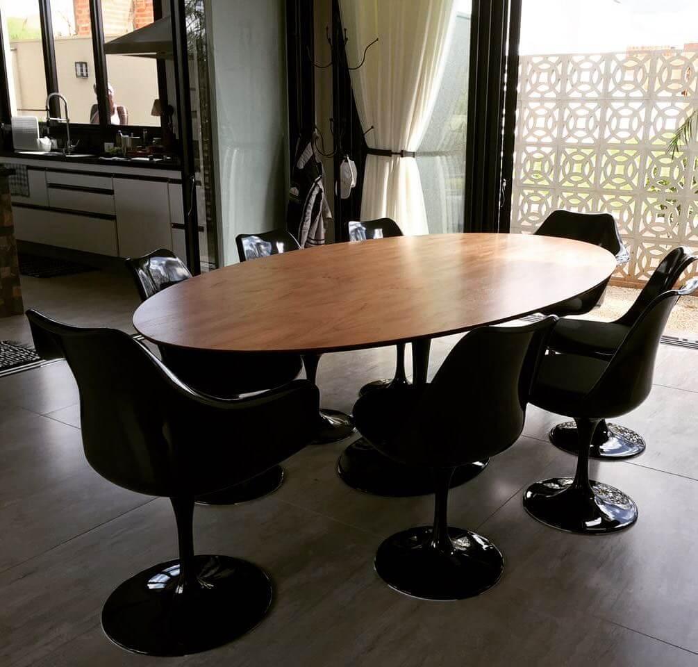 tampo para a mesa jantar - Mesa Saarinen Oval Madeira - LIV Decora | Cadeira Saarinen SB - LIV Decora