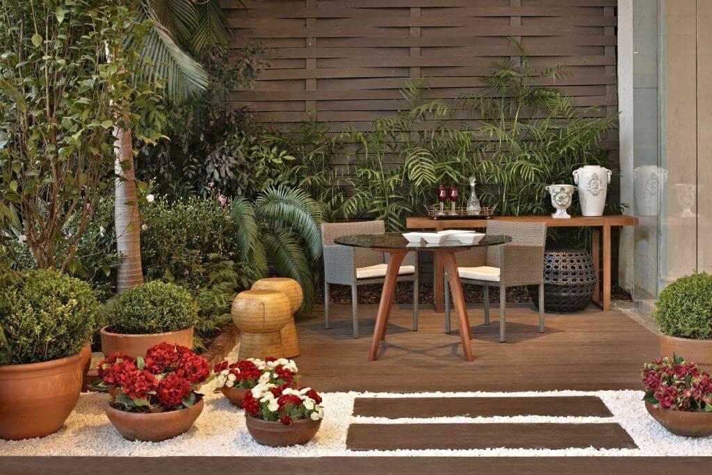 área de lazer pequena - Inspiração: Seat Garden Viena - LIV Decora