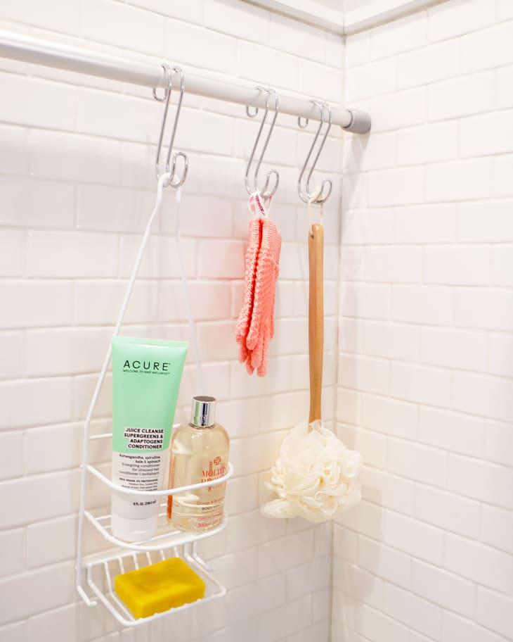 at art photo 2020 02 small bathroom tricks curtain rod