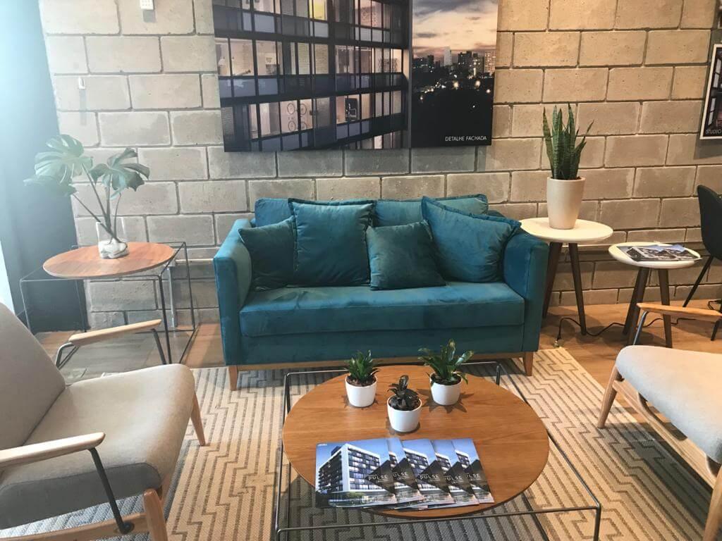 - Plantão de vendas (duas fotos) - Empreendimento: Pulse (Fotos: Filipe Miller) - Apartamento decorado - Projeto: Arquiteto Luiz Sentinger(@luizsentinger.arq)