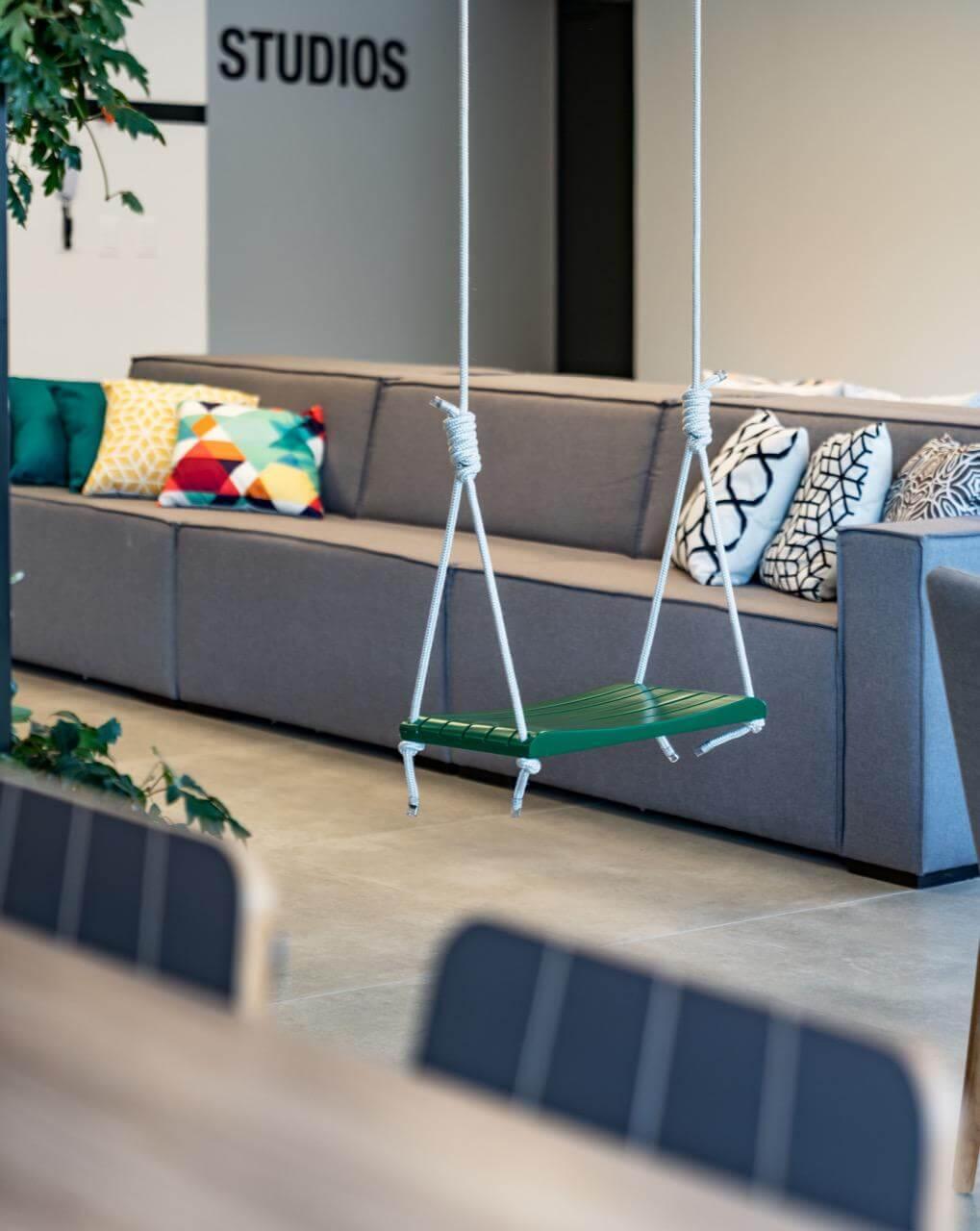 - Empreendimento: Cine Presidente - móveis das áreas comuns - Projeto: Maena Design Conecta -@maenaconecta (fotos: Roberta Gewehr)