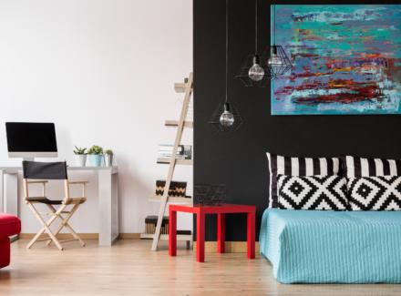 Como fazer um home office no quarto: dicas para espaço de solteiro e casal + 14 inspirações