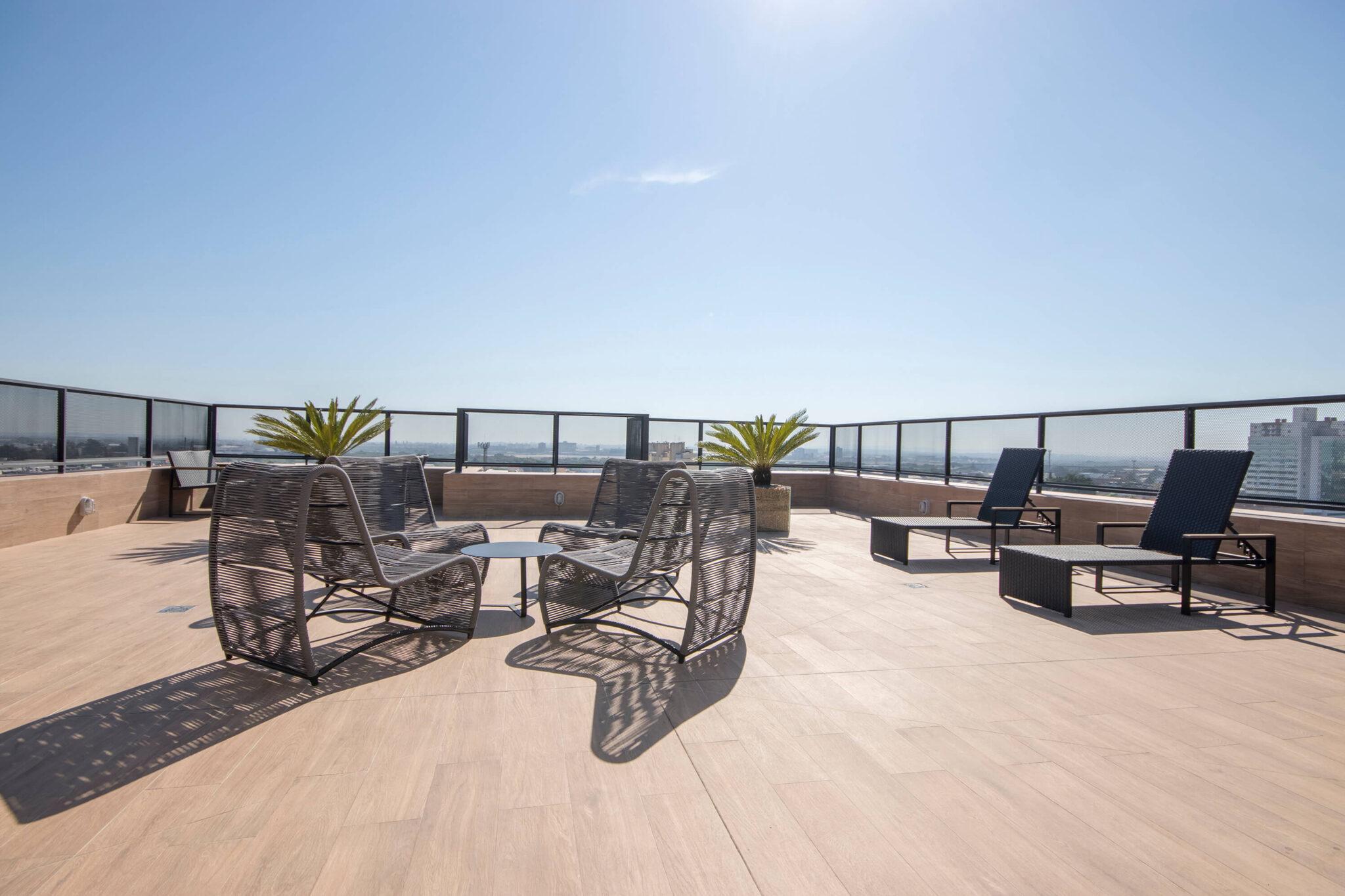 Empreendimento: Esquina Chartier - Móveis para as área externa do condomínio - Fotos: Fábio Carvalho